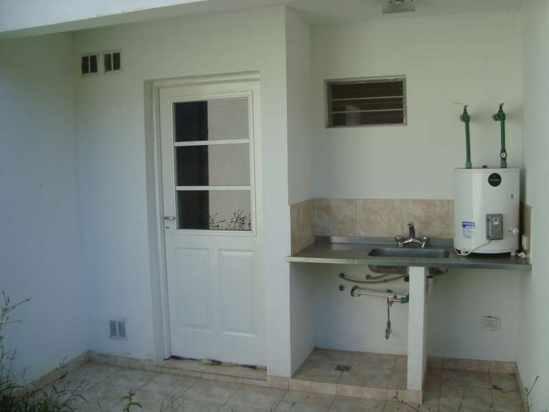 Impecable departamento con patio en alquiler for Patio con lavadero