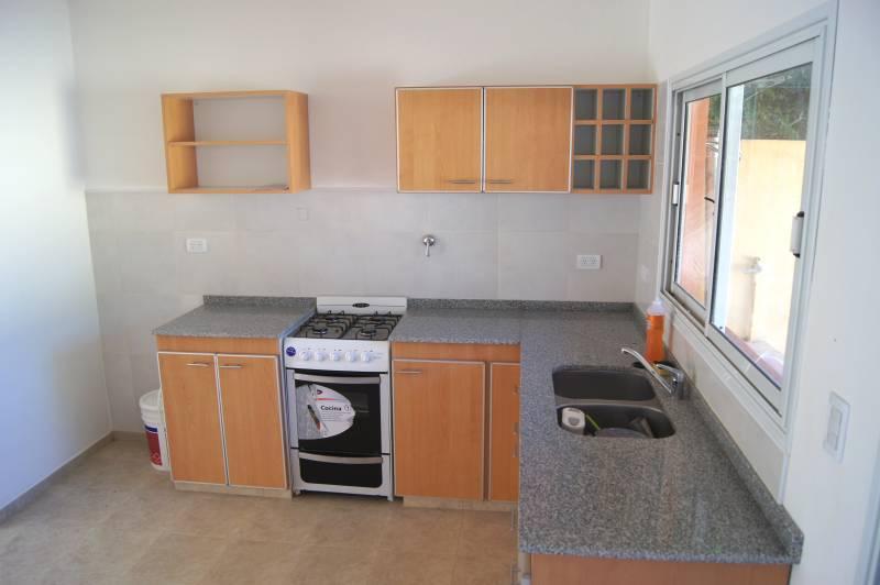 Venta duplex dos dormitorios nuevos con patio en escobar for Cocinas para patios