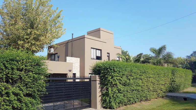 Venta casa moderna en barrio el cazador escobar for Casa di tronchi moderna