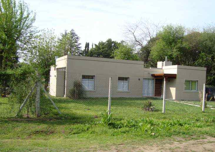 Casa moderna en barrio el cazador escobar for Aberturas para casas modernas