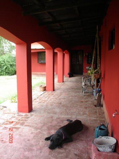 Casa estilo campo en zona del barrio el cazador for Estilos de casas de campo