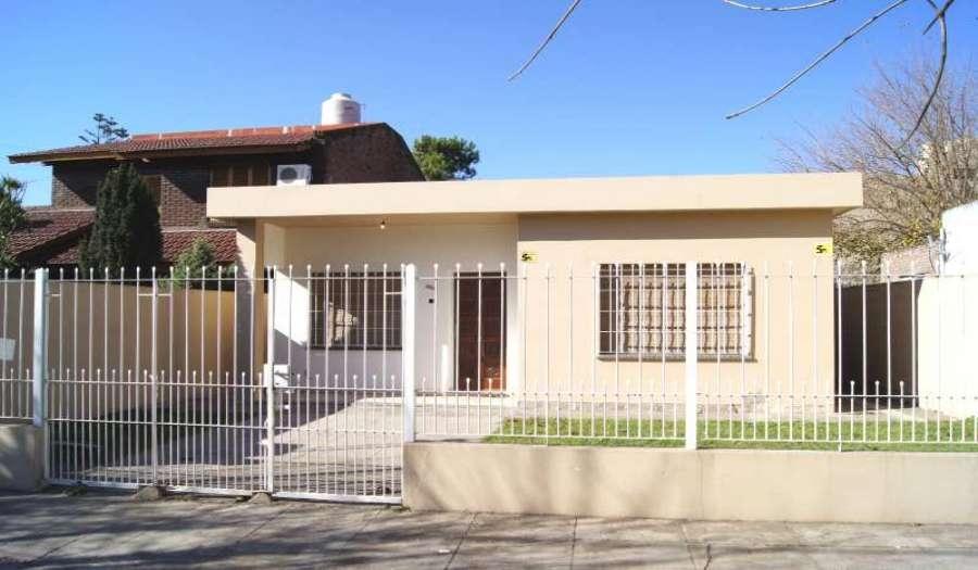 Alquiler casas en escobar de tres dormitorios for Residencias en alquiler